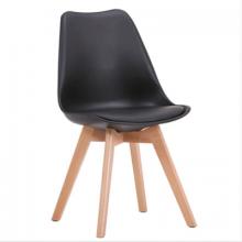 Scaun din plastic, şezut din buretă şi picioare din lemn, negru