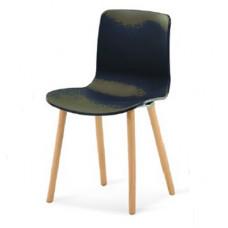 Scaun din plastic cu picioare din lemn, drept, negru