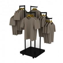 Suport pentru haine cu podium dotat cu rotile
